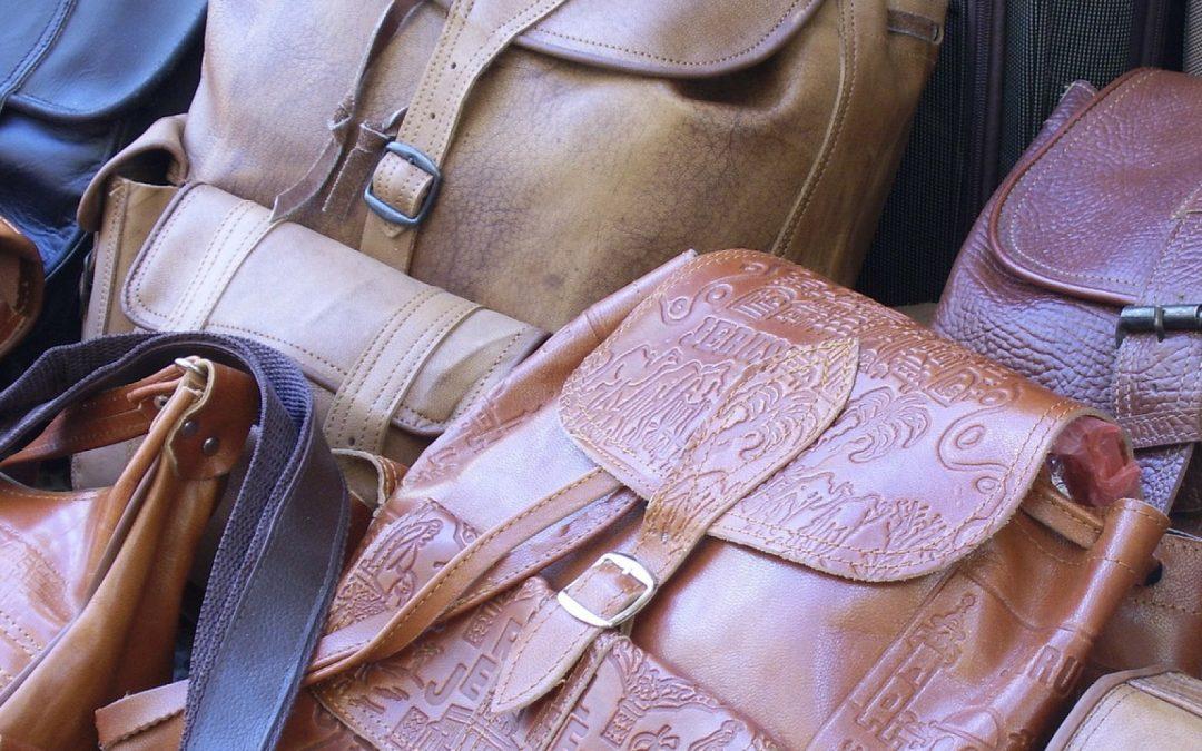 On craque pour l'élégance à la Française de ce sac à main recyclé