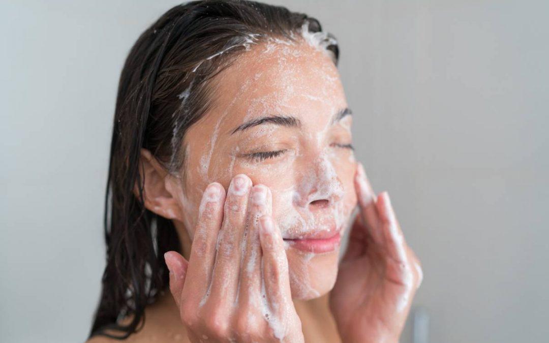 Les astuces pour nettoyer sa peau en douceur